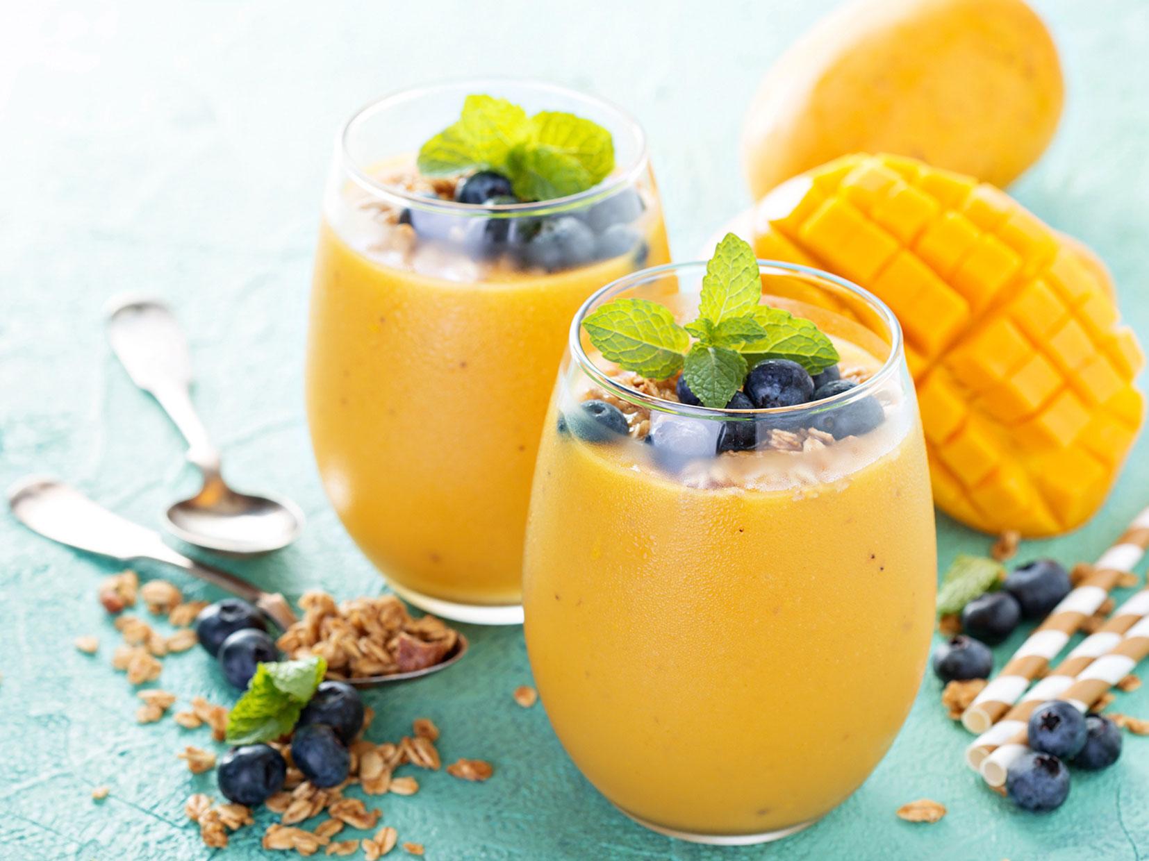 Smoothie z mangom in medom