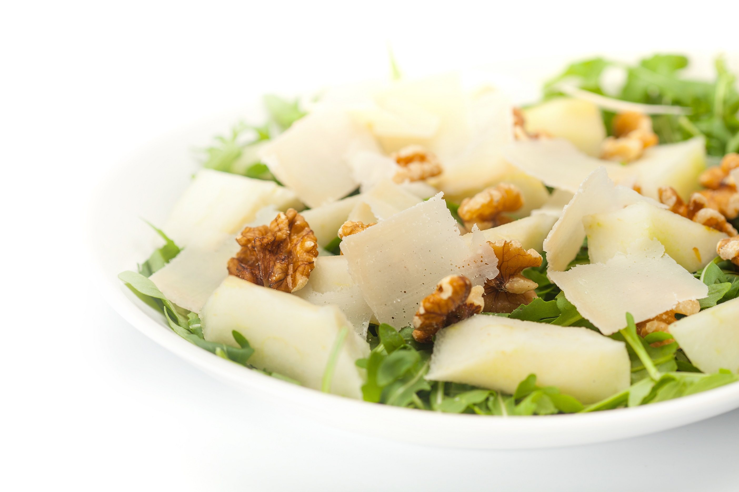Solata iz rukole, hrušk, orehov in sira Grana Padano