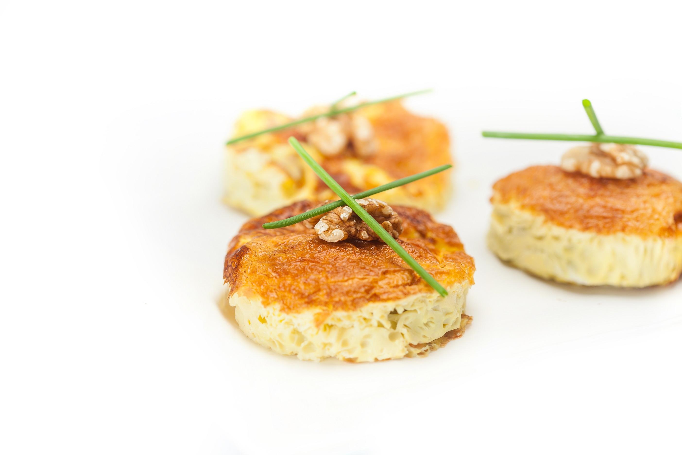 Kolački s sirom Grana Padano in orehi