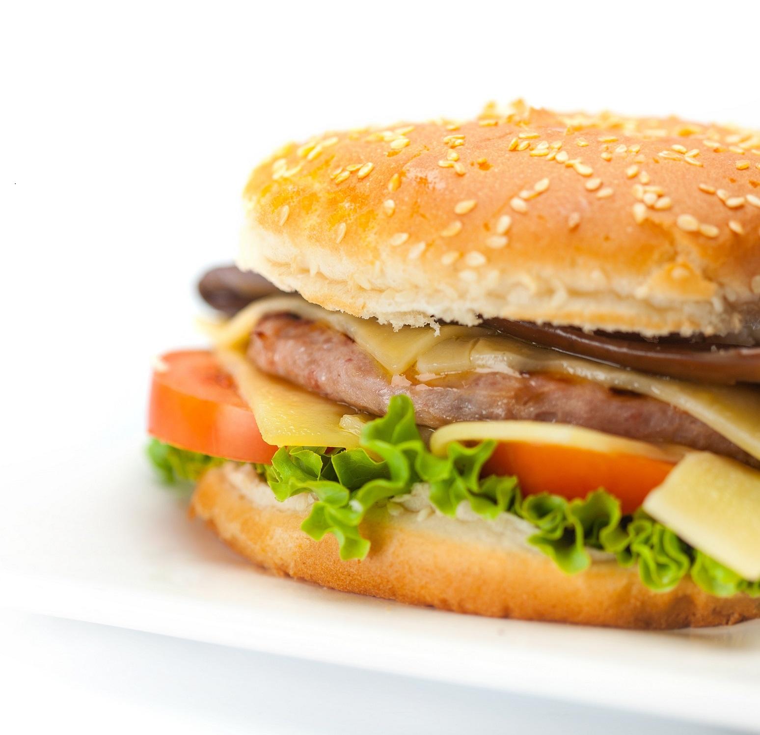 Puranji hamburger z delno zorjenim ovčjim sirom